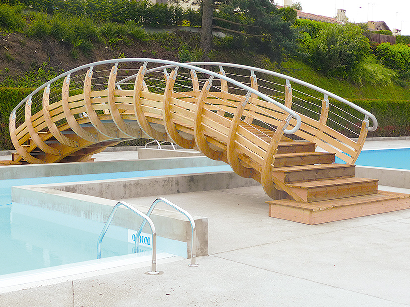 7-Passerelle_piscine_La_pechoire_a_SAINT_DIDIER_EN_VELAY-_XXL_ARCHITECTES